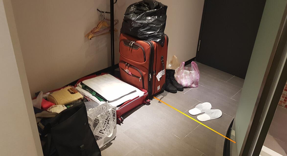 玄關剛好有整理行李的空間並劃分消毒區