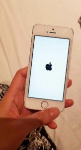 iPhone 要充電到一定量才能開機