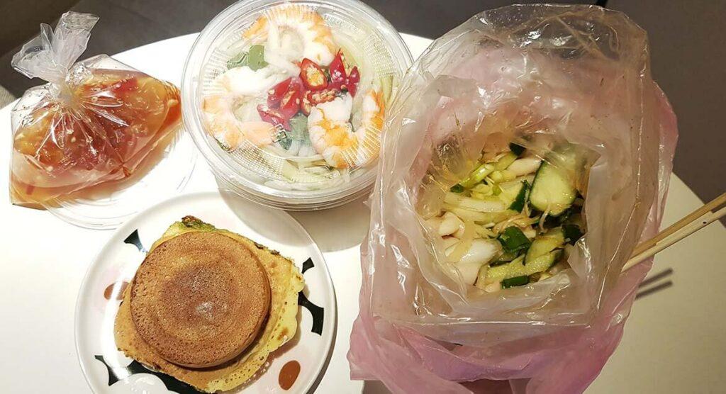 艋舺夜市小吃:青木瓜、脆腸、芋頭奶油車輪餅