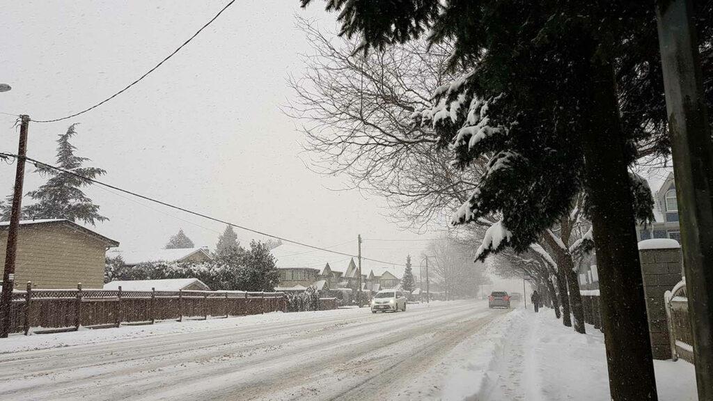 溫哥華住宿也需要面對的大風雪街道