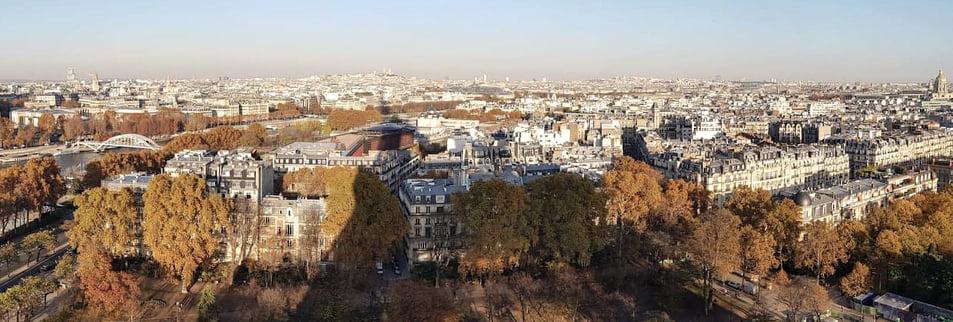 艾菲爾鐵塔倒影在巴黎市景